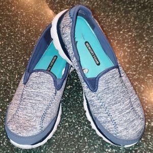 Danson now shoes